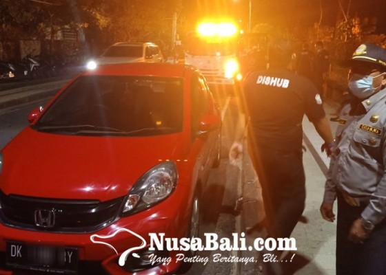 Nusabali.com - petugas-gabungan-razia-kendaraan-parkir-liar-di-kuta