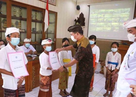 Nusabali.com - ribuan-siswa-sd-smp-terima-beasiswa