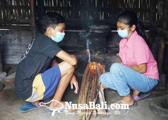 Nusabali.com - jadi-yatim-piatu-setelah-ibu-kandung-meninggal-kelaparan