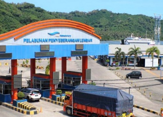Nusabali.com - super-sepi-belasan-kapal-ferry-tetap-layani-penyeberangan-lembar-padangbai