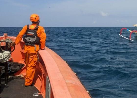 Nusabali.com - basarnas-cari-nelayan-diduga-jatuh-dari-jukung-saat-melaut