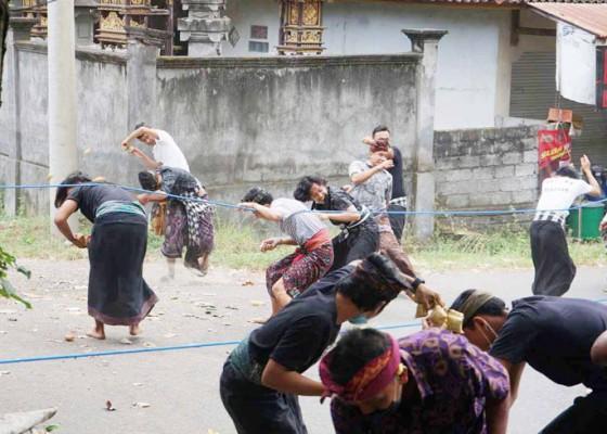 Nusabali.com - melakoni-titah-mensyukuri-berkah