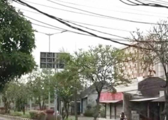 Nusabali.com - kabel-melintang-rendah-di-jalan-by-pass-ngurah-rai
