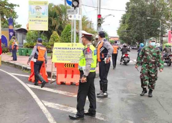 Nusabali.com - ratusan-kendaraan-diperiksa-di-pos-penyekatan-uma-anyar