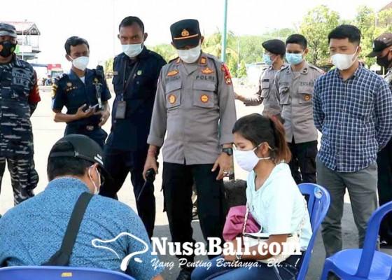 Nusabali.com - arus-balik-lebaran-penumpang-berdatangan-di-padangbai