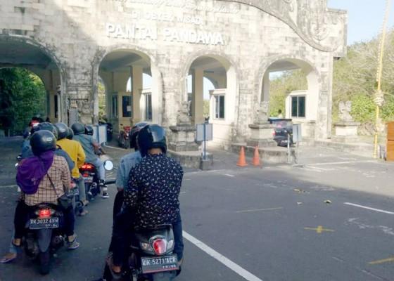 Nusabali.com - tiga-hari-kunjungan-ke-pantai-pandawa-tembus-6545-orang