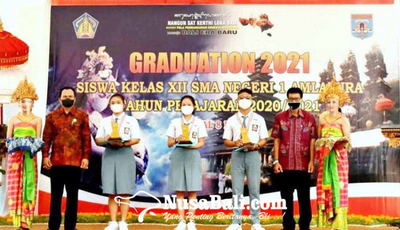 www.nusabali.com-sman-1-amlapura-serahkan-skl-ke-siswa