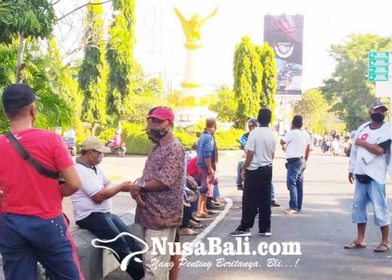 Nusabali.com - merasa-diserobot-persosid-hadang-travel-ilegal