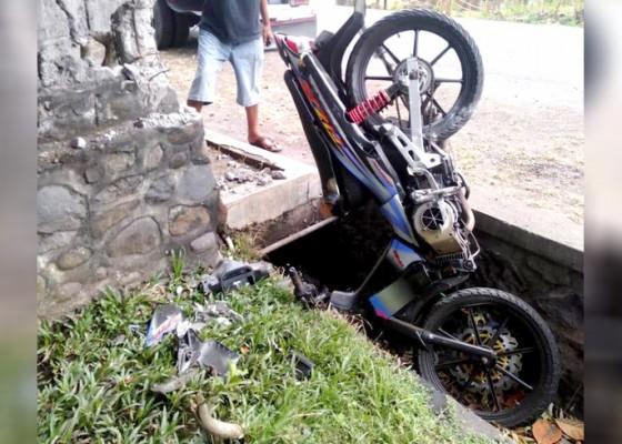 Nusabali.com - dikenal-suka-ngebut-warga-antap-tewas-terbentur-beton