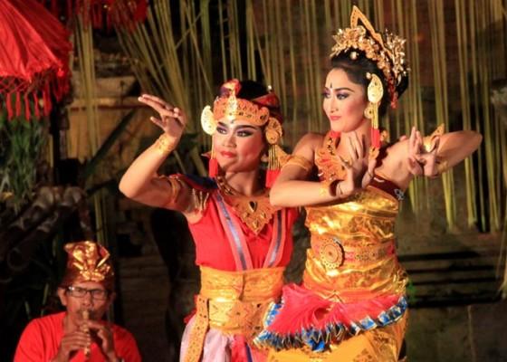 Nusabali.com - wisatawan-heboh-ramai-ramai-antusias-ngibing