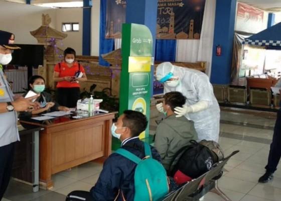 Nusabali.com - penumpang-tanpa-dokumen-rapid-test-diciduk-di-terminal-mengwi