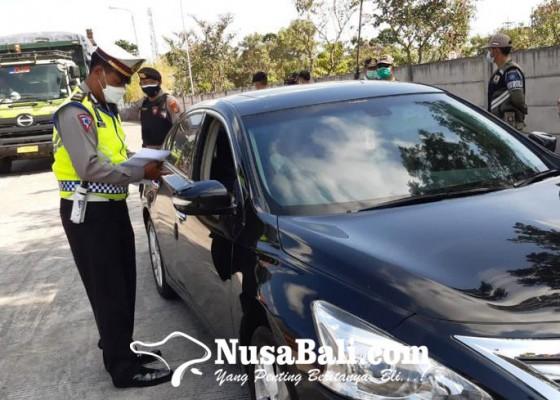 Nusabali.com - petugas-gabungan-cegat-penumpang-tanpa-suket-bebas-covid-19