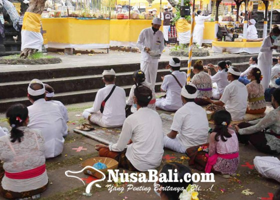 Nusabali.com - pamedek-wajb-prokes-tangkil-ke-pura-silayukti