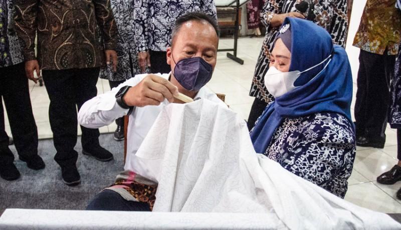 www.nusabali.com-menperin-resmikan-studio-pengembangan-batik-di-bbkb