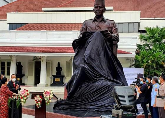 Nusabali.com - megawati-resmikan-patung-bung-karno-di-lemhannas