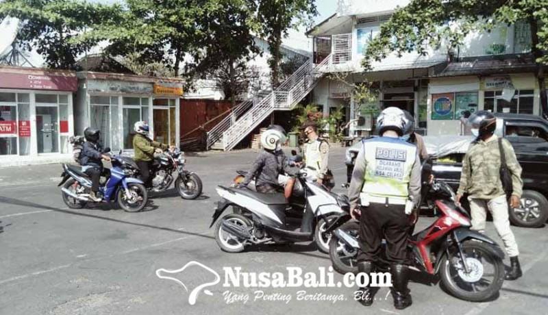 www.nusabali.com-polsek-sukawati-sekat-kendaraan-yang-masuk-gianyar
