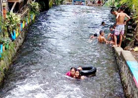 Nusabali.com - asiknya-mandi-di-tengah-pandemi