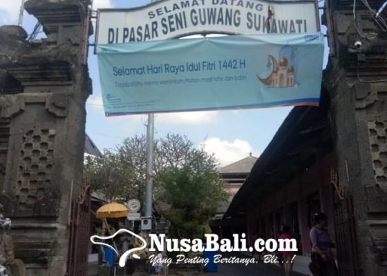 Nusabali.com - pedagang-pasar-seni-guwang-buka-usaha-hanya-untuk-rawat-barang