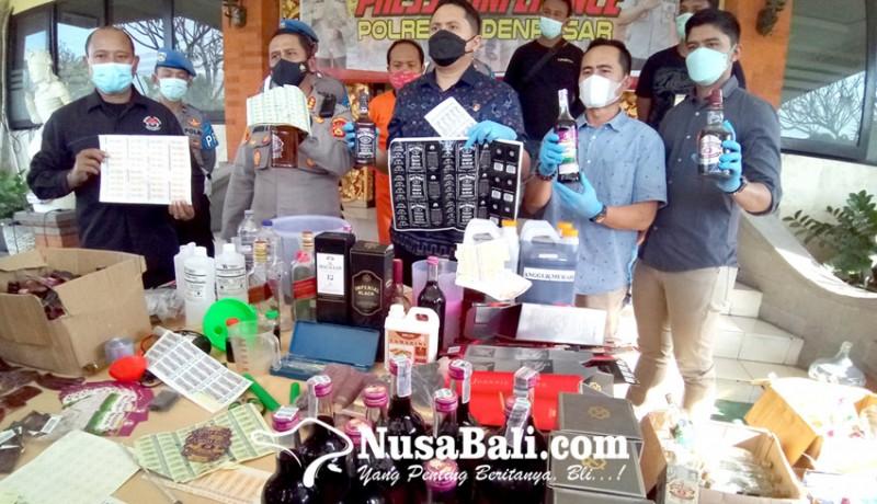 www.nusabali.com-polisi-gerebek-pabrik-miras-oplosan