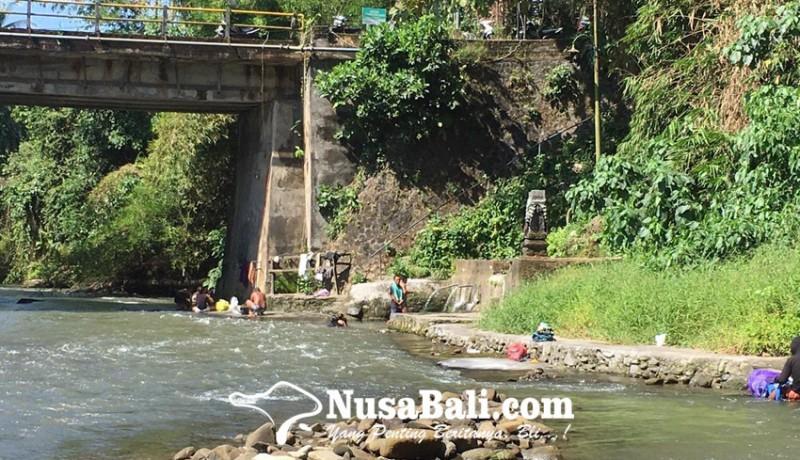 www.nusabali.com-mandi-dan-cuci-di-sungai-jadi-alternatif