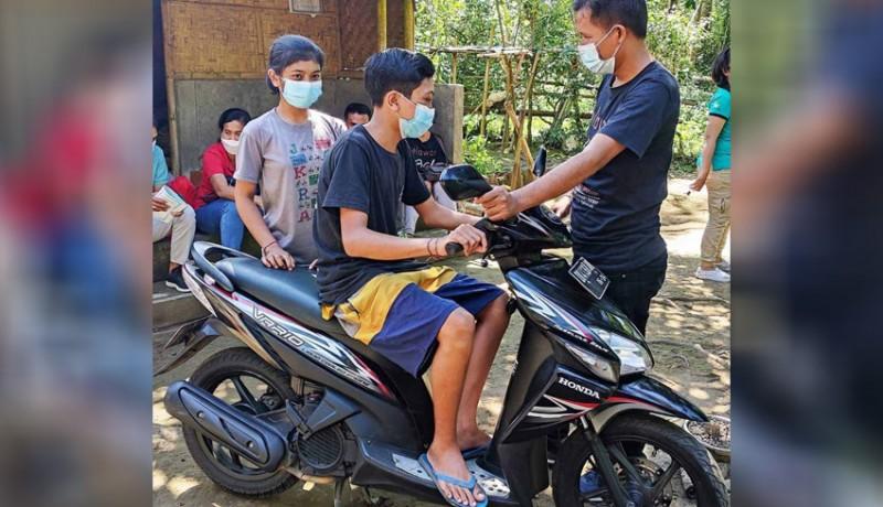 www.nusabali.com-saudara-kandung-yatim-piatu-dapat-bantuan-motor