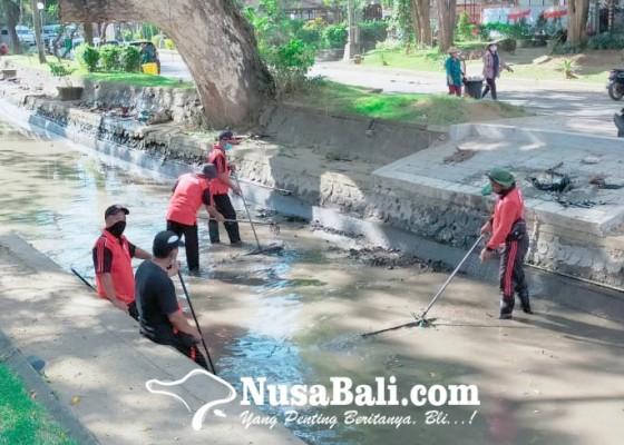 Nusabali.com - desa-sumerta-kelod-terjunkan-tim-katak-dan-jumali