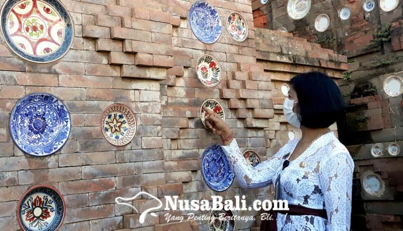 www.nusabali.com-piring-antik-menghiasi-bale-kulkul