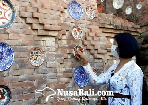 Nusabali.com - piring-antik-menghiasi-bale-kulkul