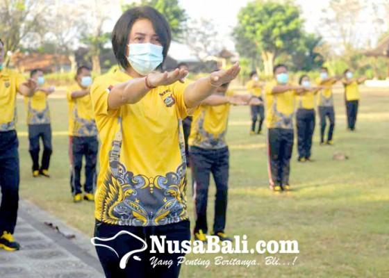 Nusabali.com - kapolres-gandeng-ikbs-gelar-senam-aws3