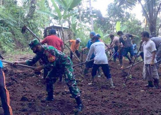 Nusabali.com - warga-desa-muncan-gotong-royong-buka-jalan