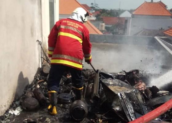 Nusabali.com - diduga-korsleting-listrik-bale-piasan-ludes-terbakar