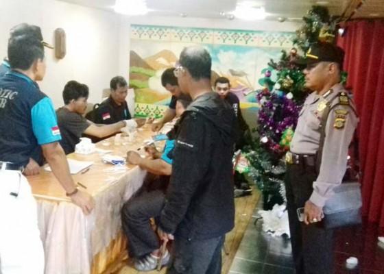 Nusabali.com - bnnp-sweeping-kapten-dan-abk-kapal-tilongkabila