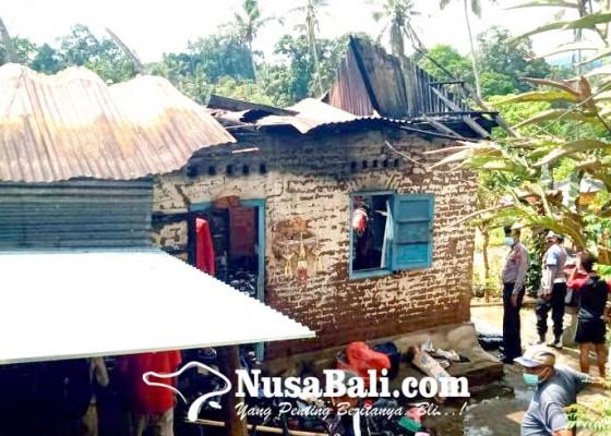 Nusabali.com - rumah-terbakar-pemilik-ngungsi-ke-rumah-kerabat