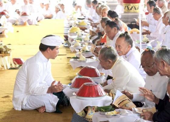 Nusabali.com - sulinggih-ikuti-paruman-agung-dharma-ghosana