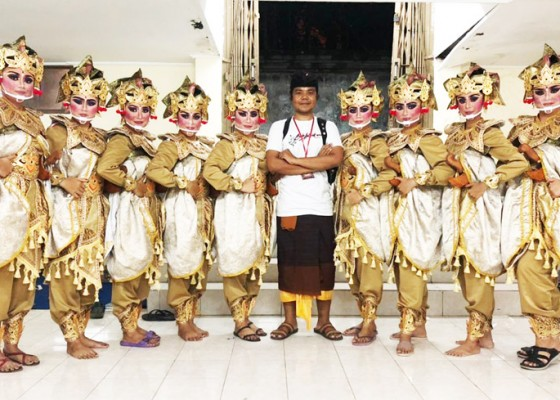 Nusabali.com - sekaa-gong-kebyar-bala-adhikara-desa-dawan-kaler-tampilkan-tari-kakebyaran-samahita-patni