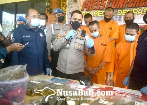Nusabali.com - bekuk-dua-pengedar-sita-1-juta-butir-pil-koplo
