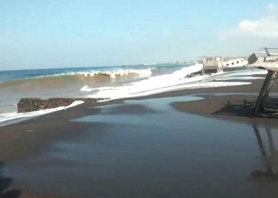 Nusabali.com - gelombang-pasang-terjang-pantai-kusamba