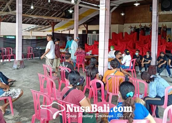 Nusabali.com - menuju-pkb-xliii-sekeha-gong-kebyar-ciung-wenara-banjar-bedil-sukawati-jalani-swab-test