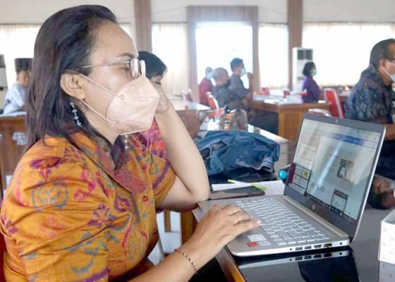 Nusabali.com - 8-guru-lolos-jadi-guru-pendamping
