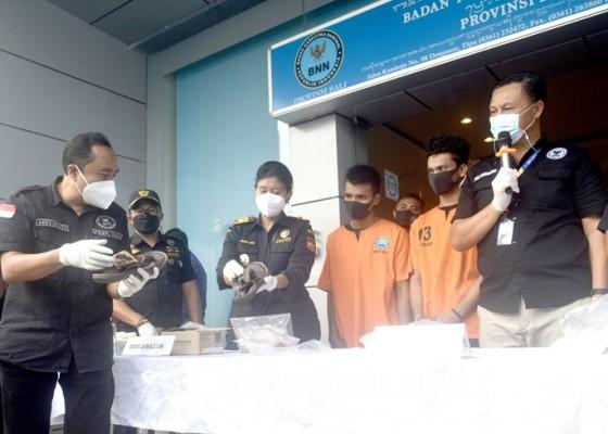 Nusabali.com - lolos-dua-bandara-penyelundup-1-kg-shabu-tertangkap-di-bali