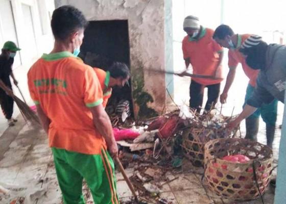 Nusabali.com - dinas-lh-bersihkan-sampah-di-pasar-kidul