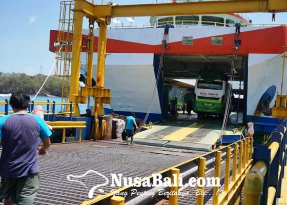 Nusabali.com - lima-kapal-masuk-dok-padangbai-sepi-penumpang