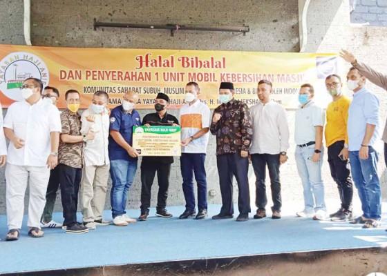 Nusabali.com - yayasan-haji-anif-sumbang-satu-unit-mobil-kebersihan-masjid