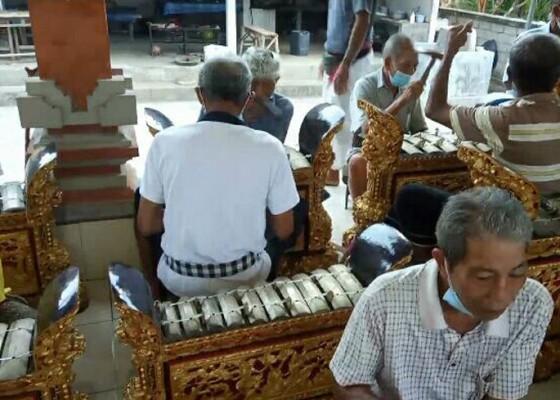 Nusabali.com - dilatih-magambel-mereka-pun-riang-gembira