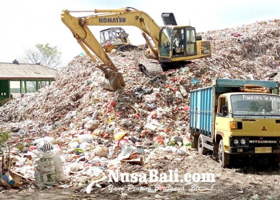 Nusabali.com - sampah-numpuk-hingga-10-meter-lebih