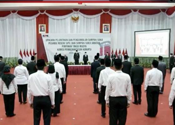 Nusabali.com - begini-isi-sumpah-pegawai-kpk-yang-dilantik-jadi-pns