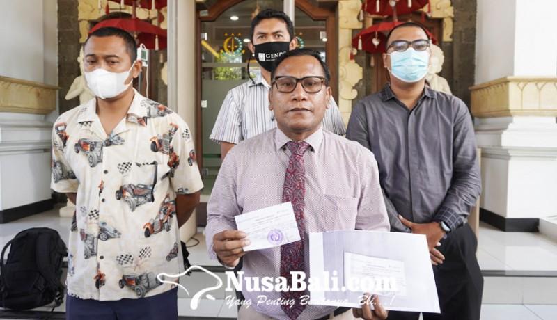 www.nusabali.com-kuasa-hukum-jerinx-serahkan-uang-rp-10-juta-ke-kejaksaan-negeri-denpasar