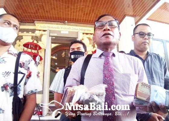 Nusabali.com - jerinx-bayar-denda-pakai-uang-receh