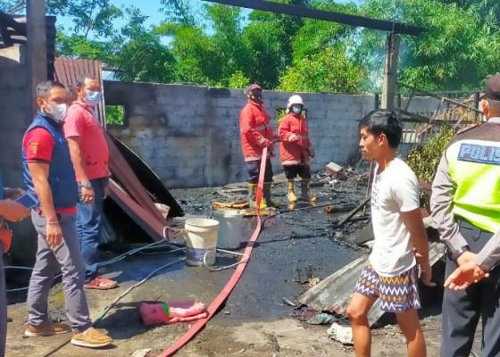 Nusabali.com - gudang-dan-mobil-terbakar