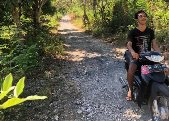 Nusabali.com - warga-keluhkan-jalan-rusak-menuju-objek-pantai-atuh